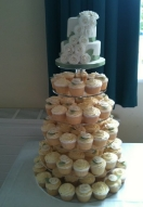 Ivory rose & Leaf Cascade Cupcakes