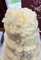 large-ivory-rose-petal-show-cake