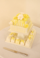 Yellow rose & mini cakes